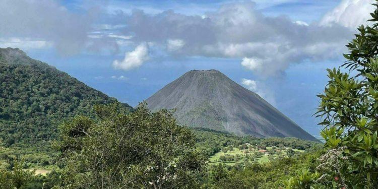 Volcano, Santa Ana