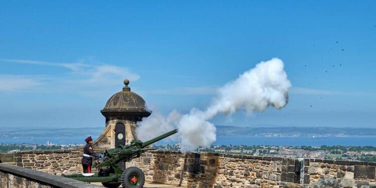 one o'clock gun in Edinburgh