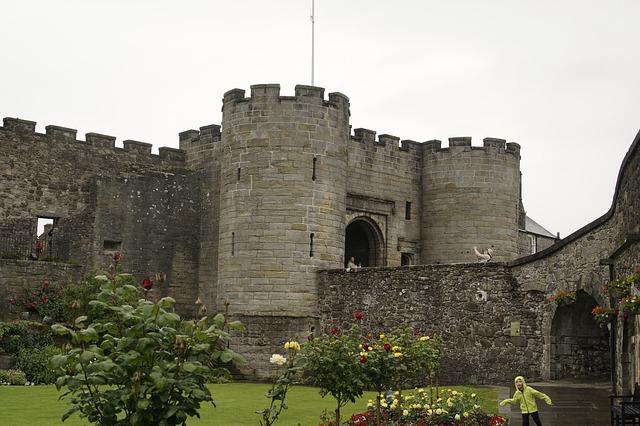stirling castle vs edinburgh
